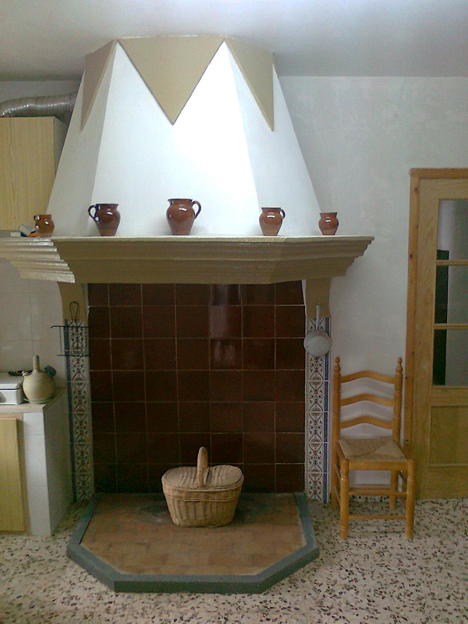 el porche se conserva la chimenea original